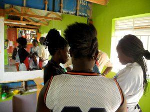 Die Auszubildenden der Friseurausbildung mit bis zu 16 jungen Menschen.